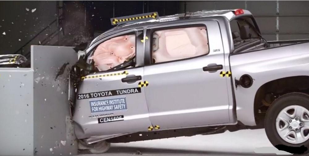 Toyota Tundra показала неожиданный результат на crash-test IIHS 1