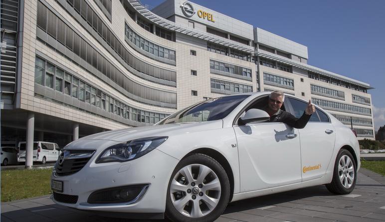 Opel Insignia преодолел более двух тысяч километров без дозаправки 1
