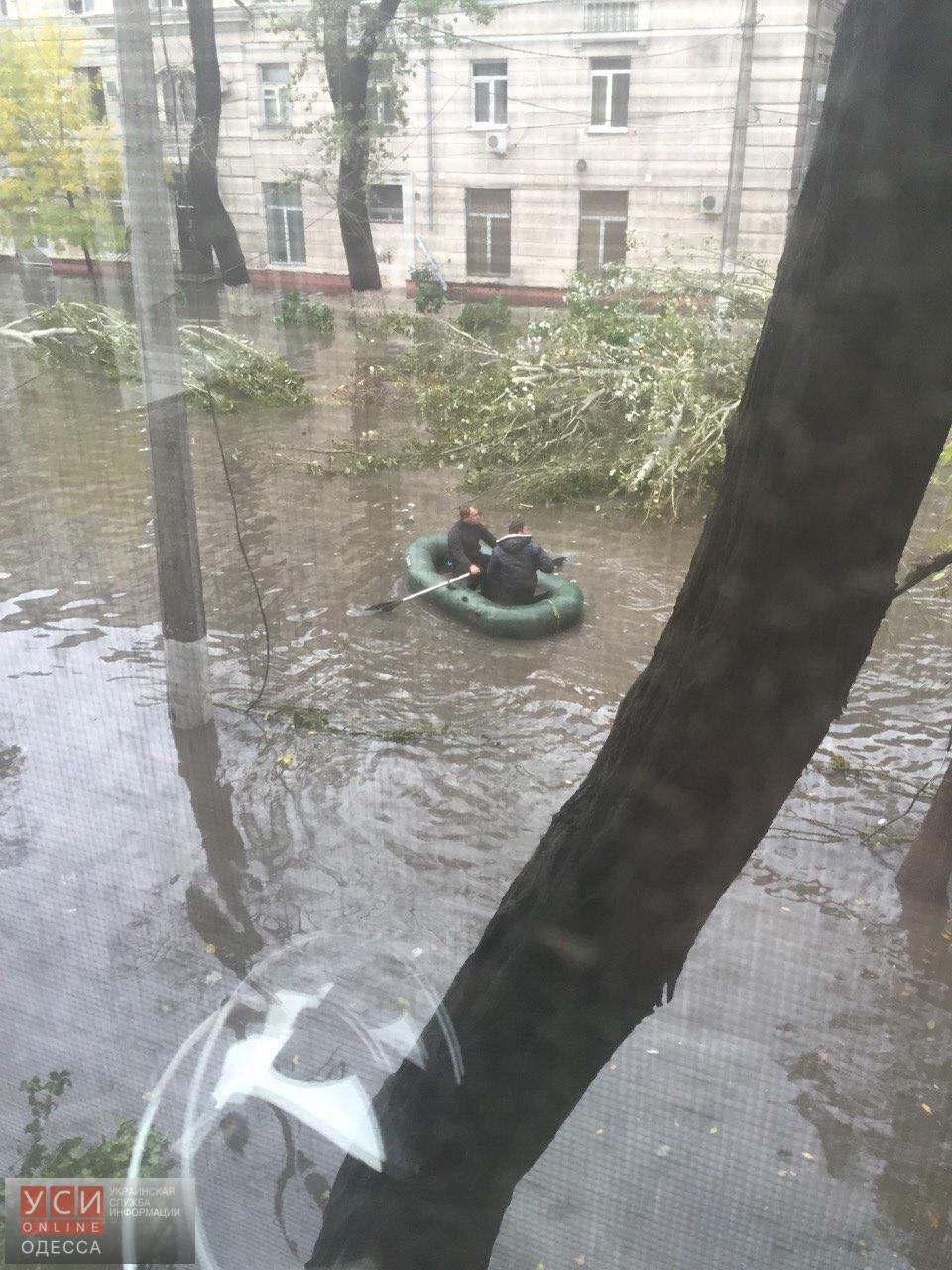 Из-за непогоды на улицах Одессы появился нетрадиционный вид транспорта 3
