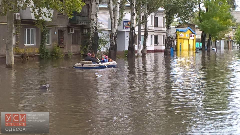 Из-за непогоды на улицах Одессы появился нетрадиционный вид транспорта 2