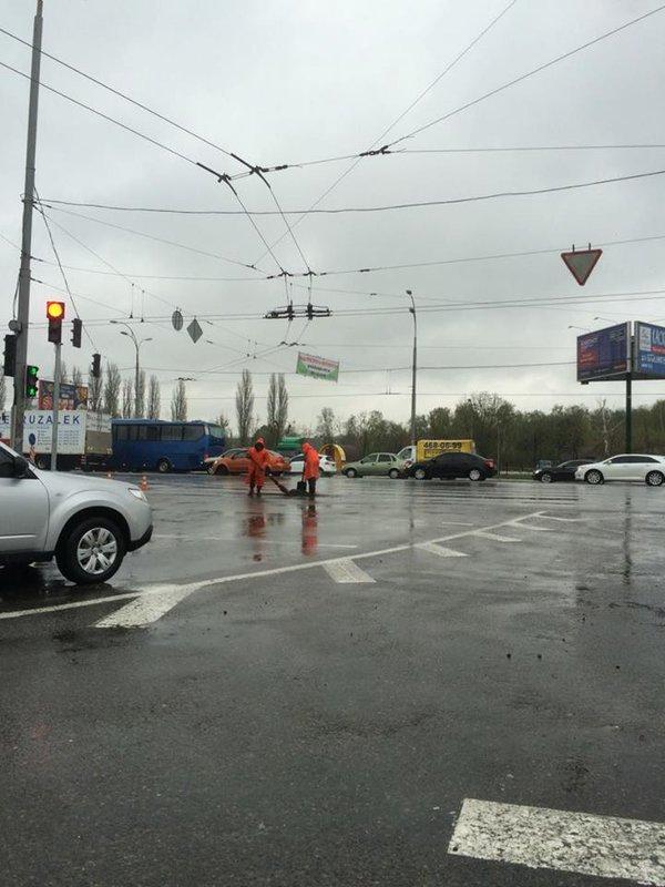 Обильный ливень затопил столичные дороги 4