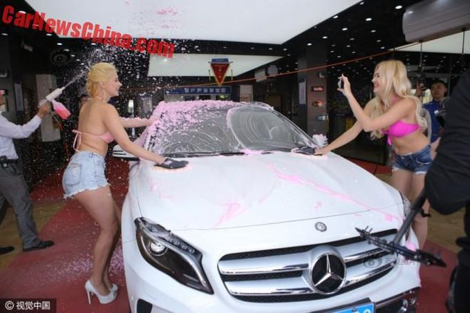 Автомойка с розовой пеной и блондинками - тренд сезона 1