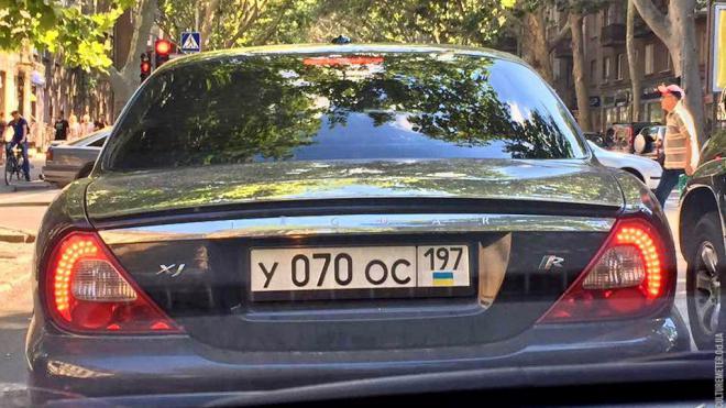 «Маскировка не удалась»: украинские номера на российских авто 1