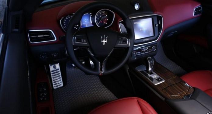 Maserati отзывает более 28 тысяч автомобилей из-за ковриков 1