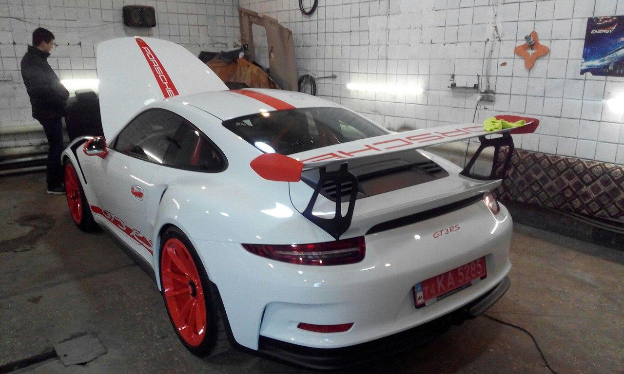 В Украине обнаружен сверхмощный автомобиль Porsche 1