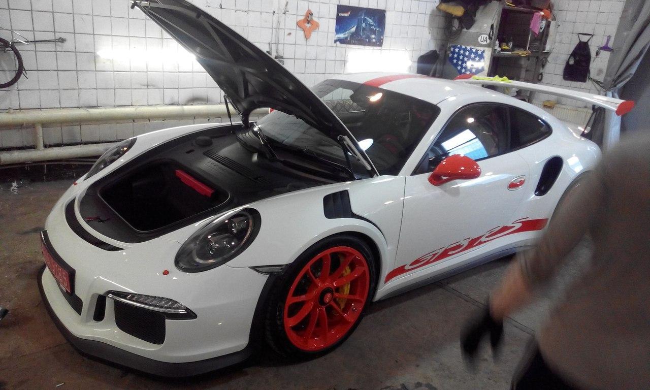 В Украине обнаружен сверхмощный автомобиль Porsche 2