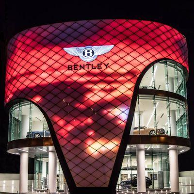 Как выглядит самый большой автосалон Bentley 2