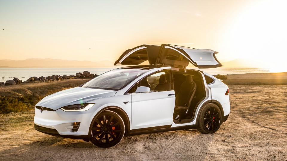 Tesla выпустила «самую быструю машину в мире» 1