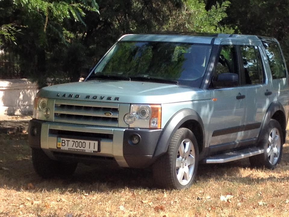 «Герой парковки» на Land Rover разозлил прихожан 2