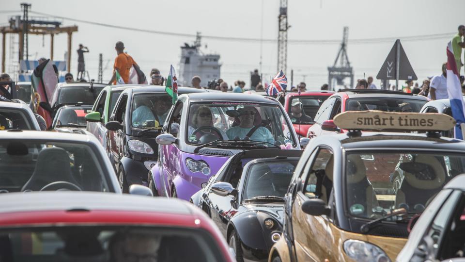 На дороге собралось рекордное число автомобилей Smart 2