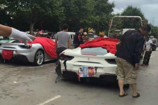 На дороге «не разминулись» два одинаковых Ferrari GTB 1