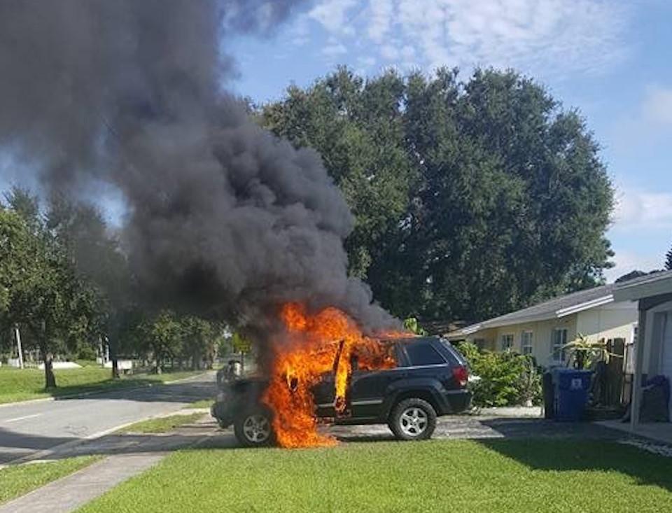 Взорвавшийся в машине Galaxy стал причиной возгорания внедорожника 1