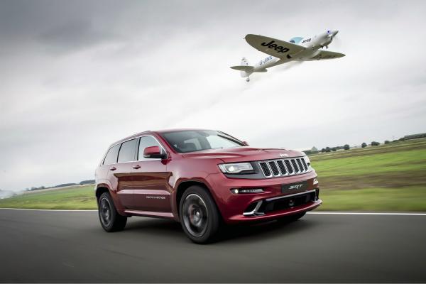 Jeep Grand Cherokee «сразился» с самолетом 2