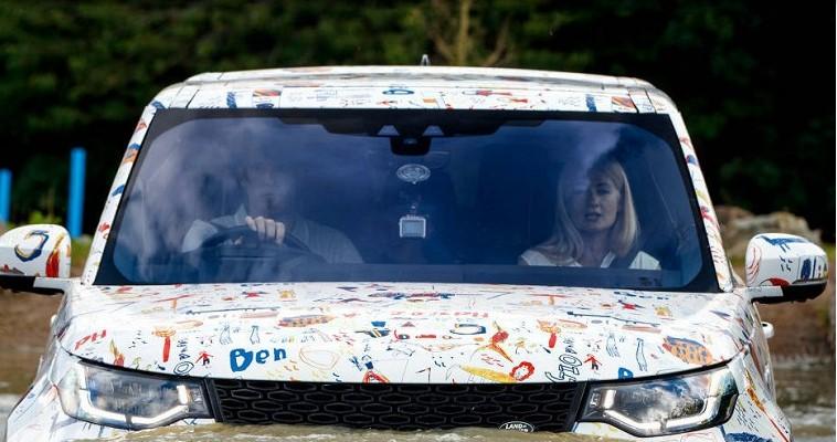 Land Rover Discovery выехал на тесты в «детском» камуфляже 2