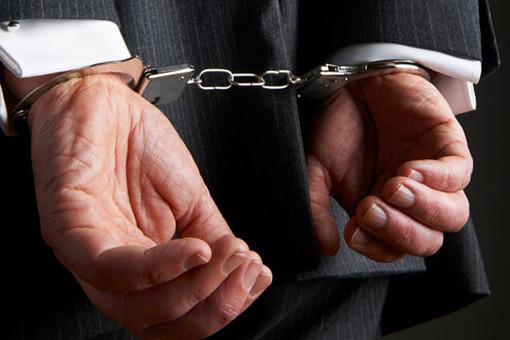 За сопротивление полицейскому - «срок» до 5 лет 1