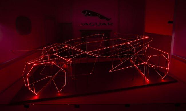 Компания Jaguar устроила лазерную выставку 1