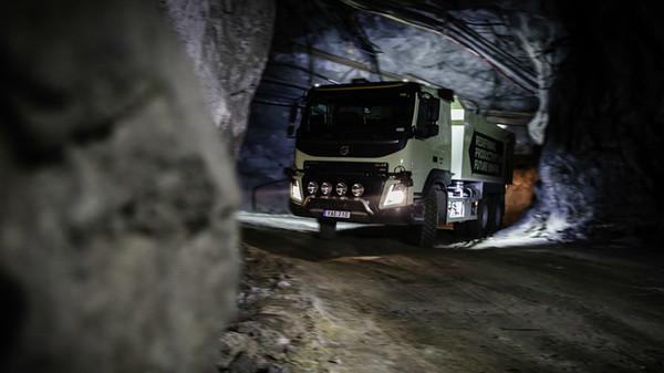 Volvo провела испытания грузовика глубоко под землей 1