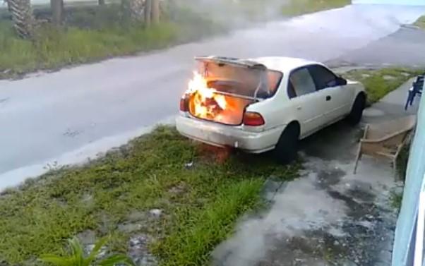 Хотела отомстить бывшему – сожгла машину постороннему 2