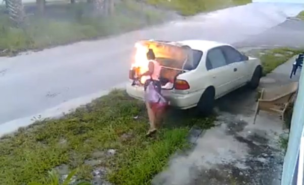 Хотела отомстить бывшему – сожгла машину постороннему 1