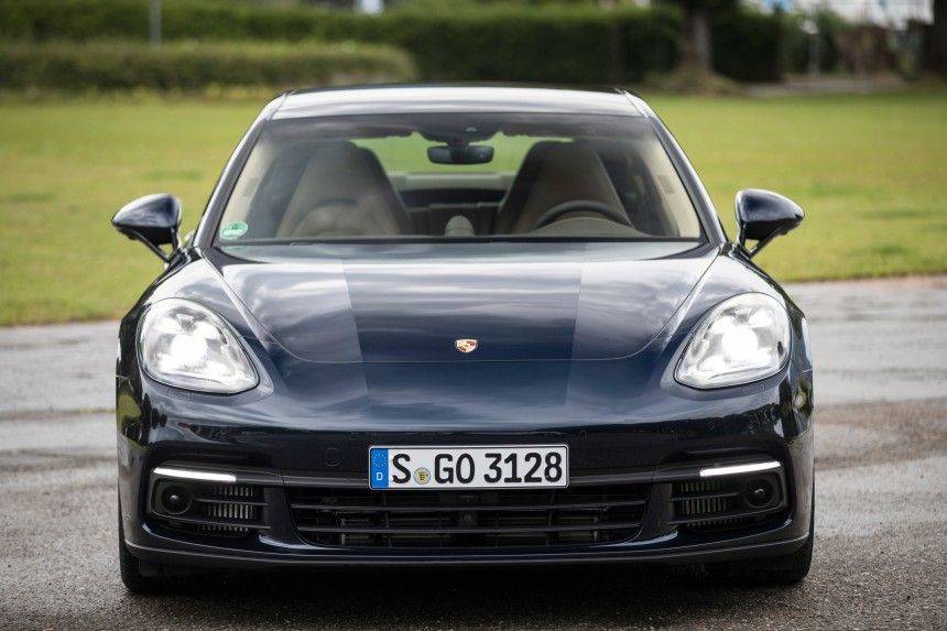 Новый гибрид Porsche оснастят двумя установками 1