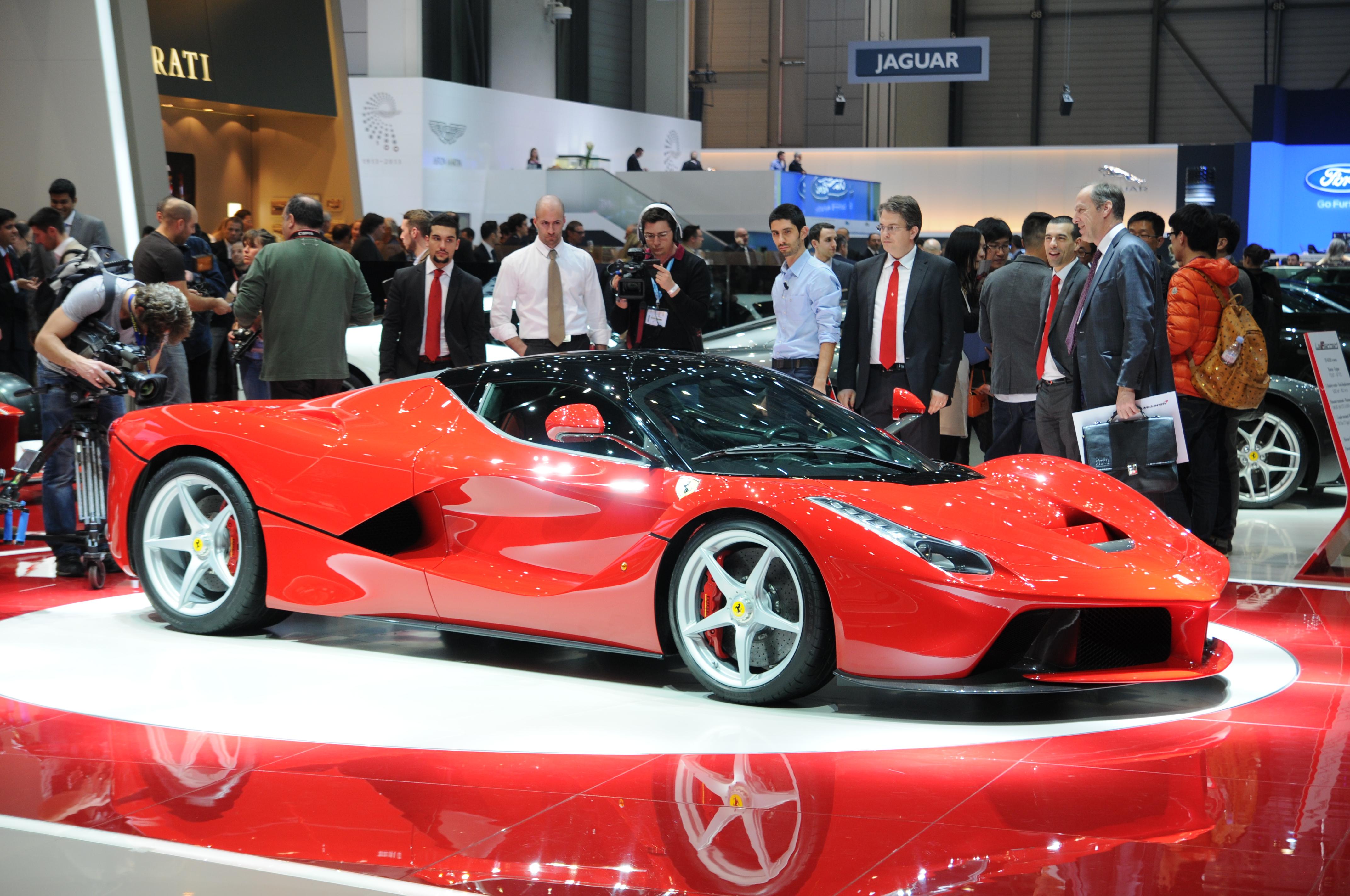 Ferrari посвятит 500-й экземпляр LaFerrari жертвам землетрясения 1