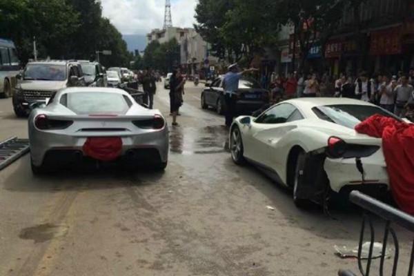 На дороге «не разминулись» два одинаковых Ferrari GTB 2