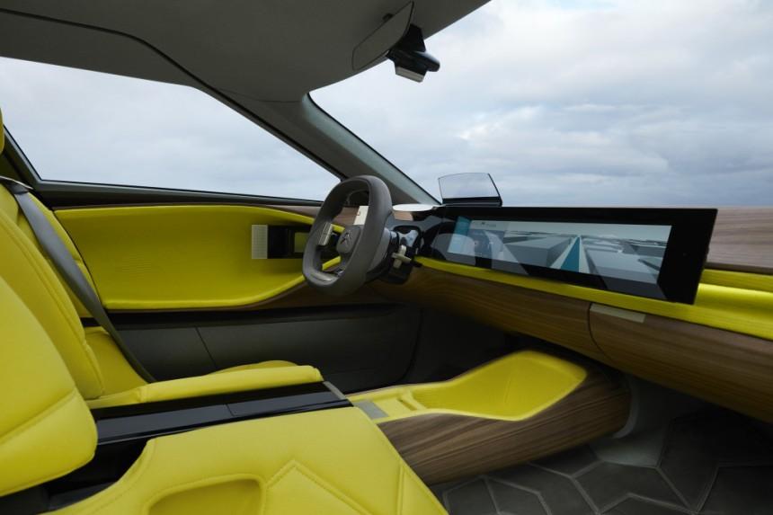 Марка Citroen показала гибридную модель 3
