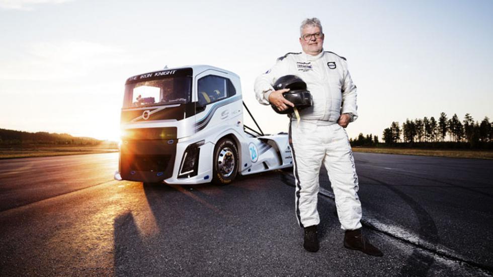 2400-сильный грузовик Volvo проехал с «невиданной скоростью» 1