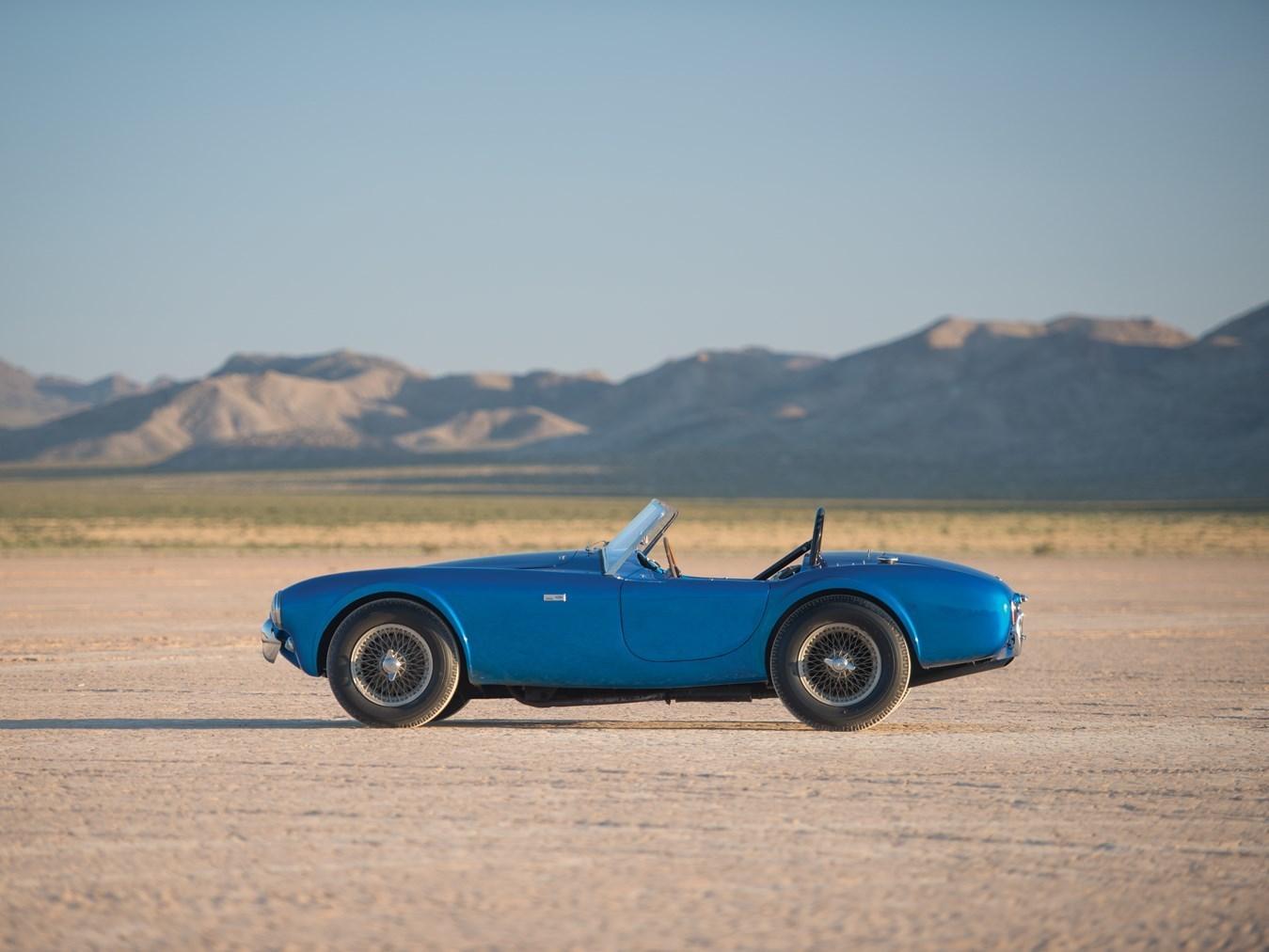 Эксклюзивный Shelby Cobra продан на аукционе за почти $14 млн 2