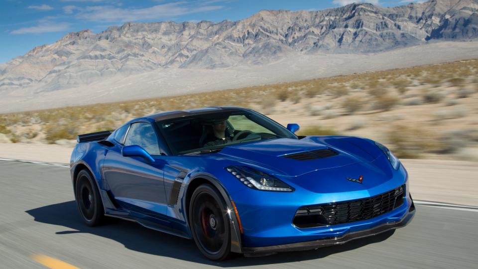 Мошенник вынудил девушек купить ему Corvette и Lamborghini 1
