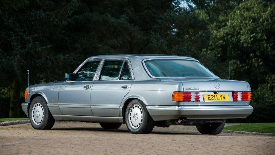 Королевский Mercedes выставили на аукцион 1