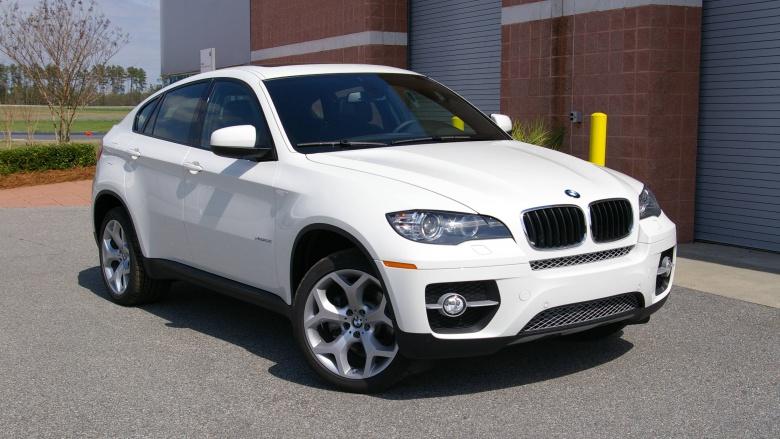 Таможенники конфисковали роскошный BMW X6 1