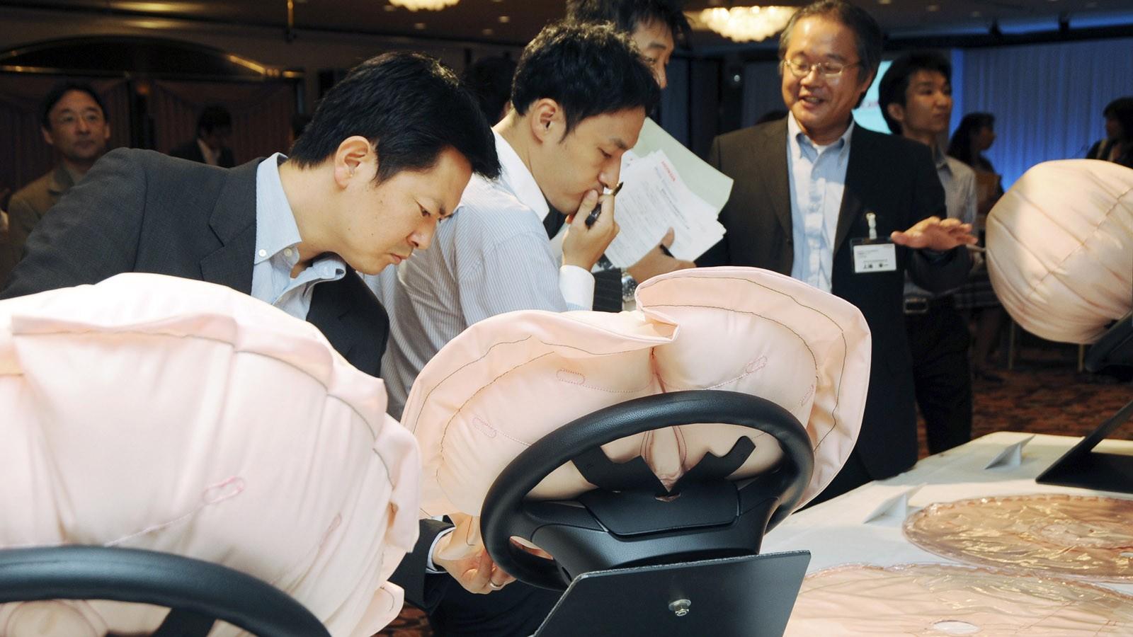 В США официально подтвердили угрозу подушек Takata 1