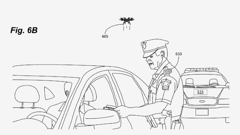 Квадрокоптер на плече полицейского станет напарником 1