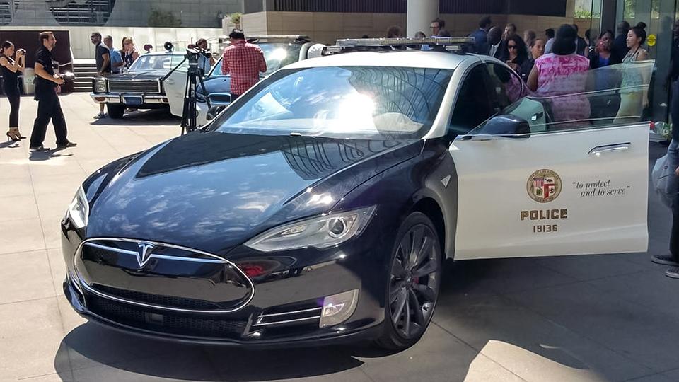 Копы «пересядут» на Tesla Model S 1