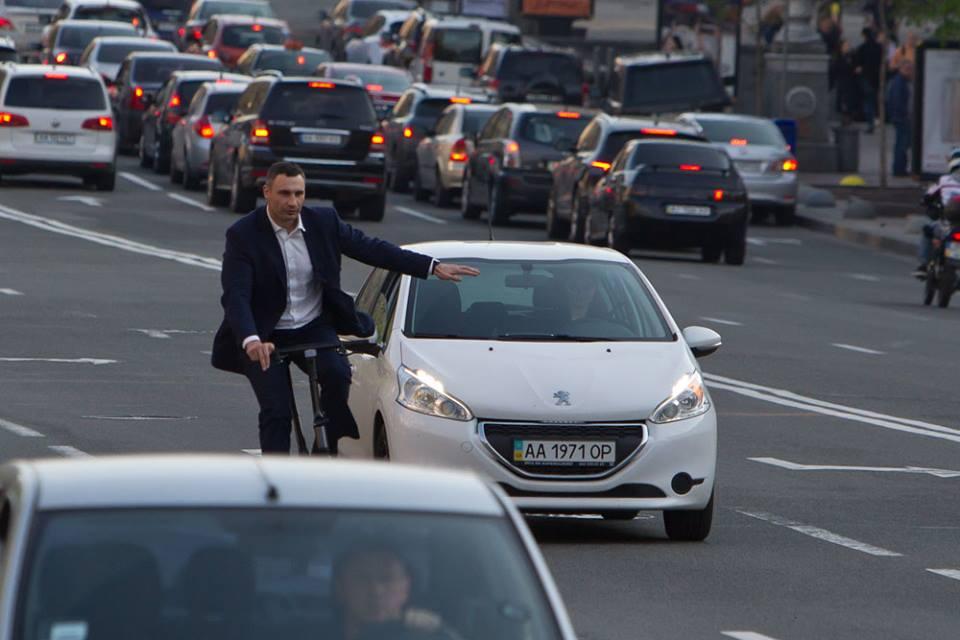 Виталий Кличко жалуется, что на дороге его «не уважают» другие водители 1