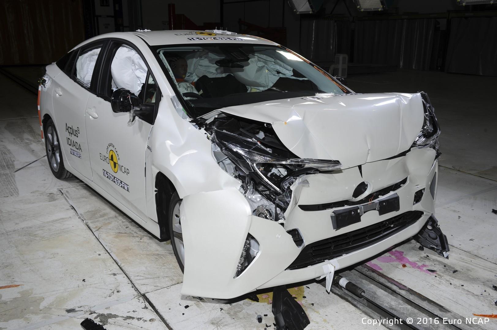 Новый Toyota Prius показал неожиданный результат в рейтинге Euro NCAP 2