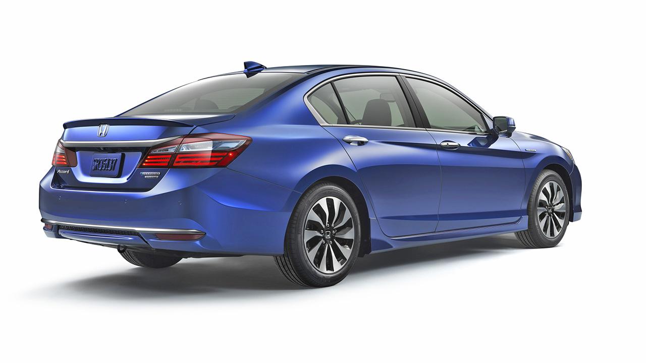 Презентована новая гибридная версия Honda Accord 6