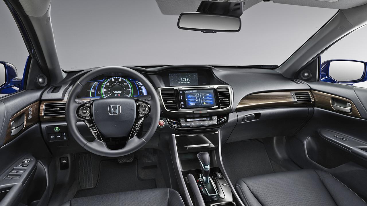 Презентована новая гибридная версия Honda Accord 4