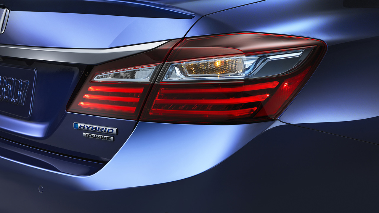 Презентована новая гибридная версия Honda Accord 5