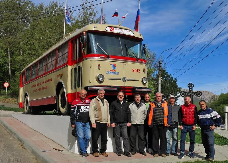 Крым - обитель лжи: к чешскому троллейбусу приделали крест 1
