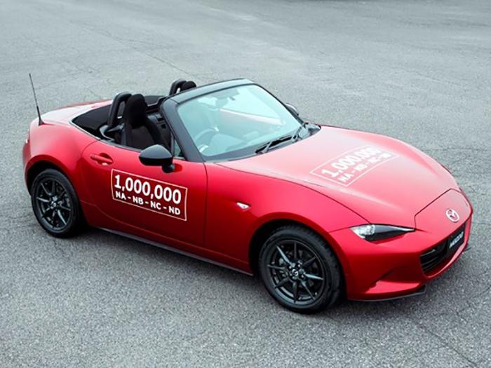 С конвейера сошел миллионный экземпляр Mazda MX-5 1