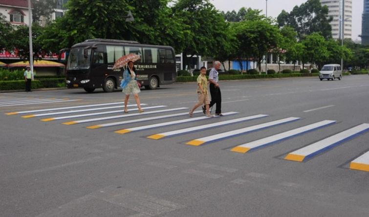 На индийских дорогах появились «3D-зебры» 2