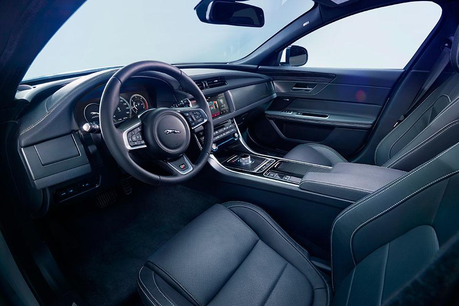 Специально для Auto China 2016, марка Jaguar создала удлиненный XFL 2