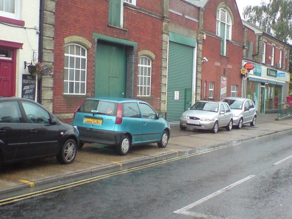 В Великобритании автомобилистам запретят парковаться на тротуарах 1