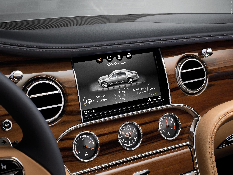 Компания Bentley показала в Пекине новую роскошную модель 7