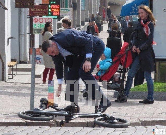 Пропаганда велосипедного транспорта окончилась для Кличко падением на дороге 2