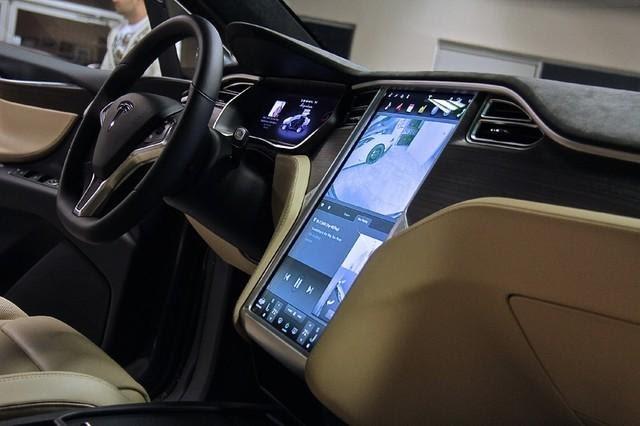 Первый электрокроссовер Tesla Model X купила компания Ford 1