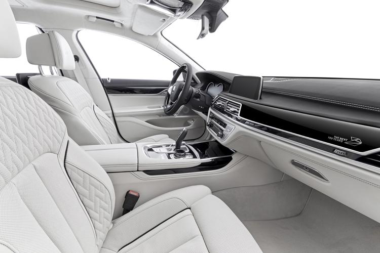 В честь 100-летнего юбилея, покупателям седанов BMW 7-й серии будут дарить ручки 2