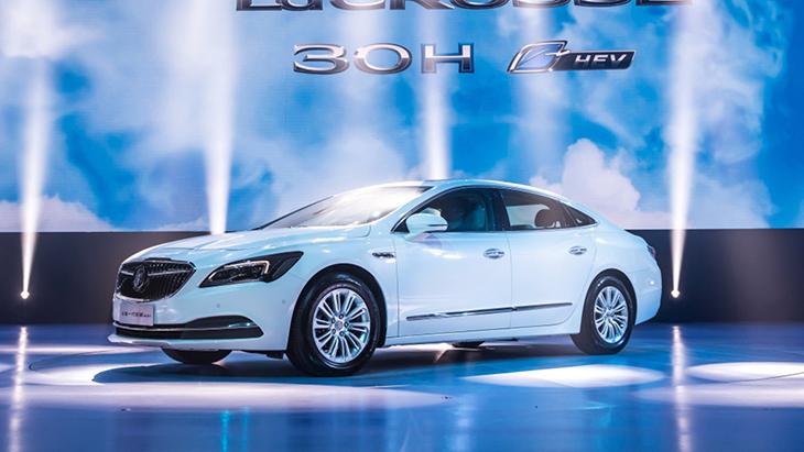 Марка Buick представила гибридную версию седана LaCrosse 1